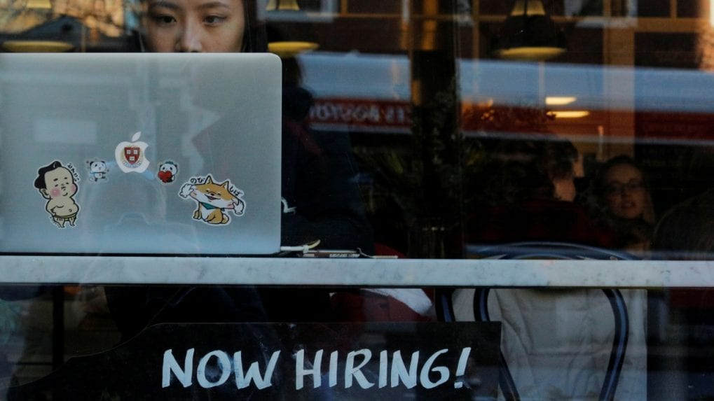 US unemployment claims fall slightly to 411,000 as job market slowly heals