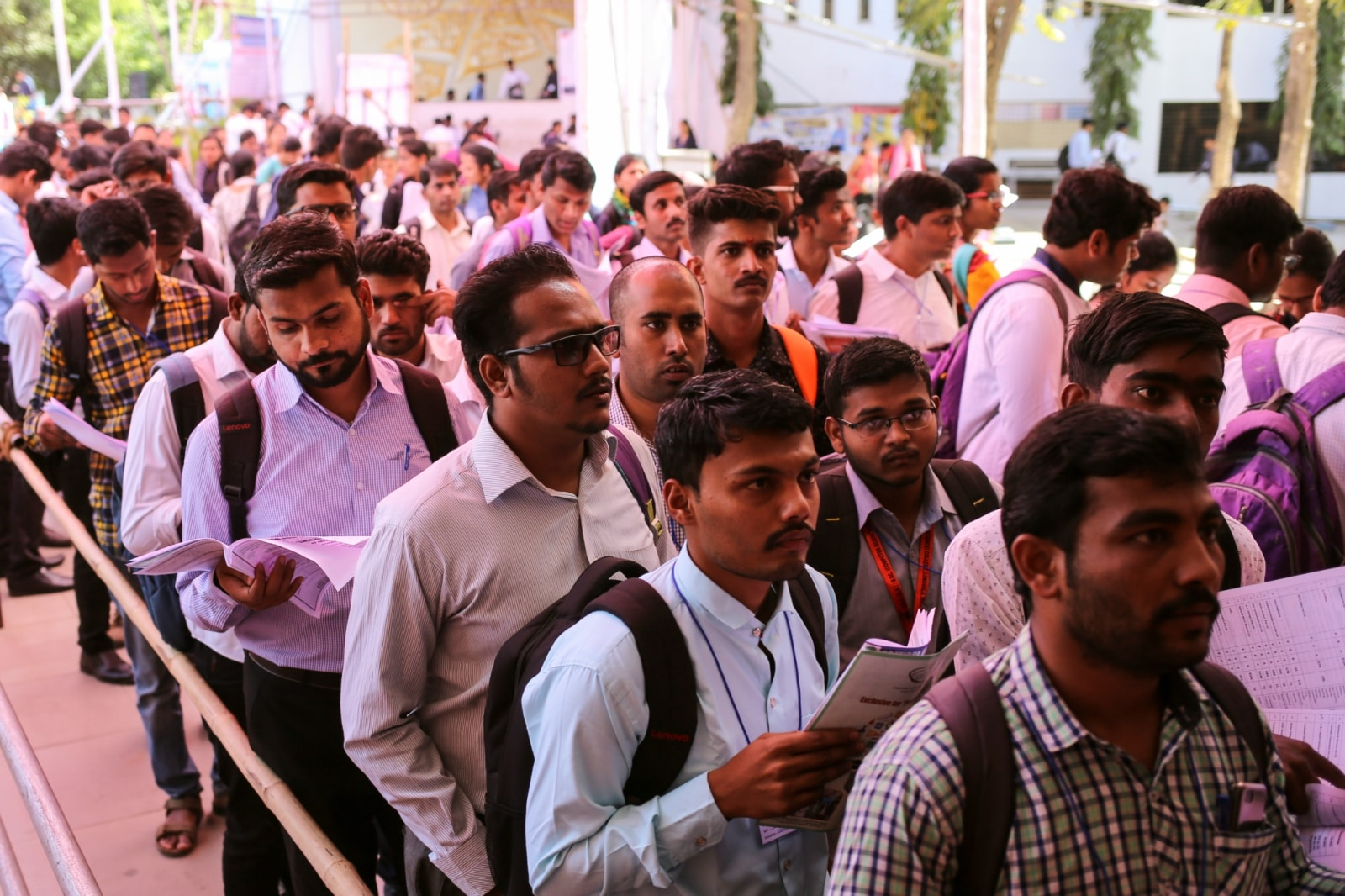 Job seekers line up for interviews at a job fair in Chinchwad, February 7, 2019. REUTERS/Danish Siddiqui/Files