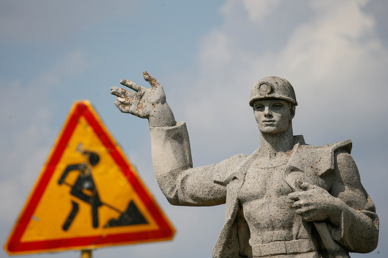 A statue to a miner is pictured next to a road in Novovolynsk, Ukraine August 2, 2018. Picture taken August 2, 2018. (Reuters)