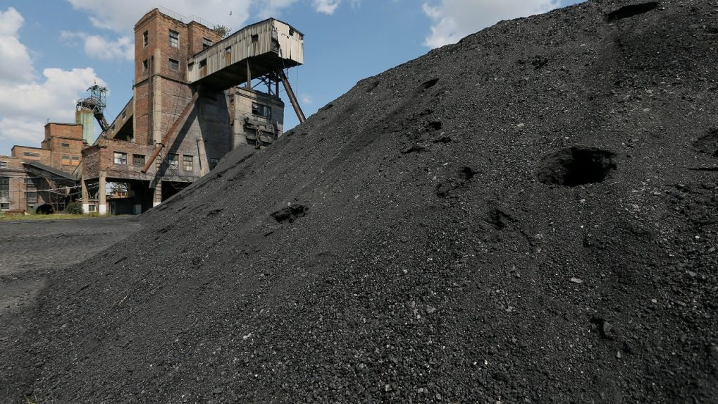 Australian state leader intervenes to fast track Adani coal mine