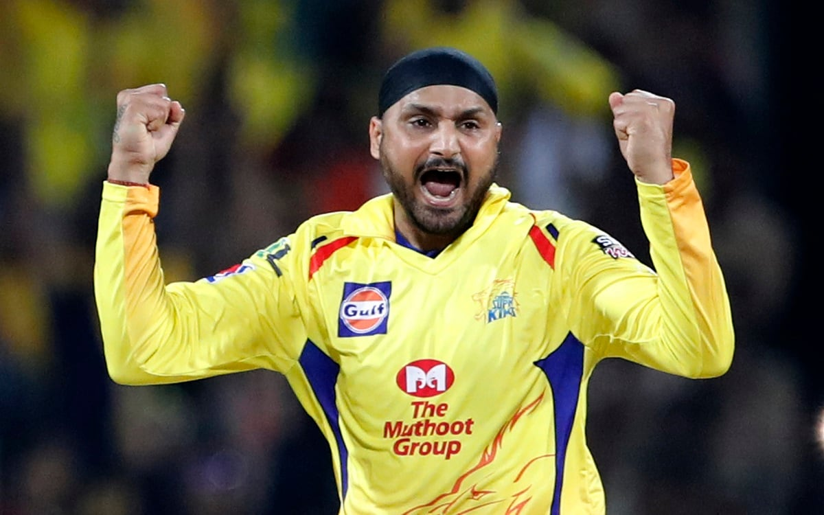 Chennai Super Kings' Harbhajan Singh celebrates the dismissal of Royal Challengers Bangalore's AB de Villiers. (AP Photo/Aijaz Rahi)