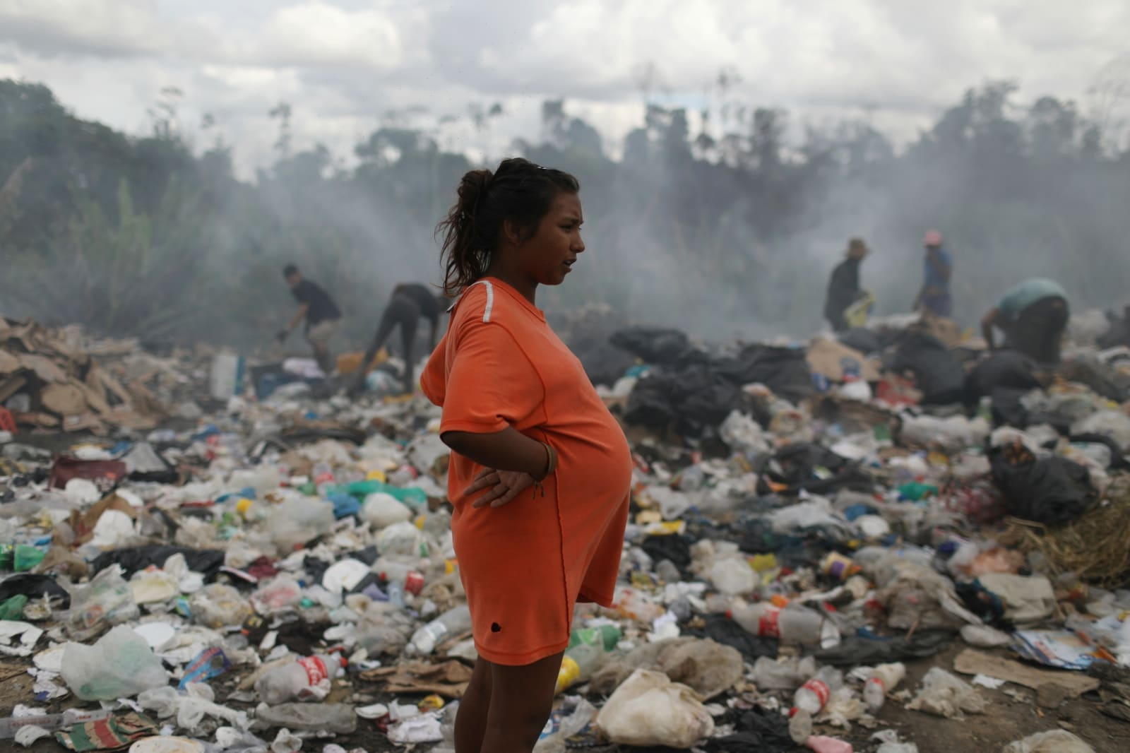 Venezuelan Astrid Prado, who is 8 months pregnant, is seen at a garbage dump in the border city of Pacaraima, Brazil April 13, 2019. REUTERS/Pilar Olivares