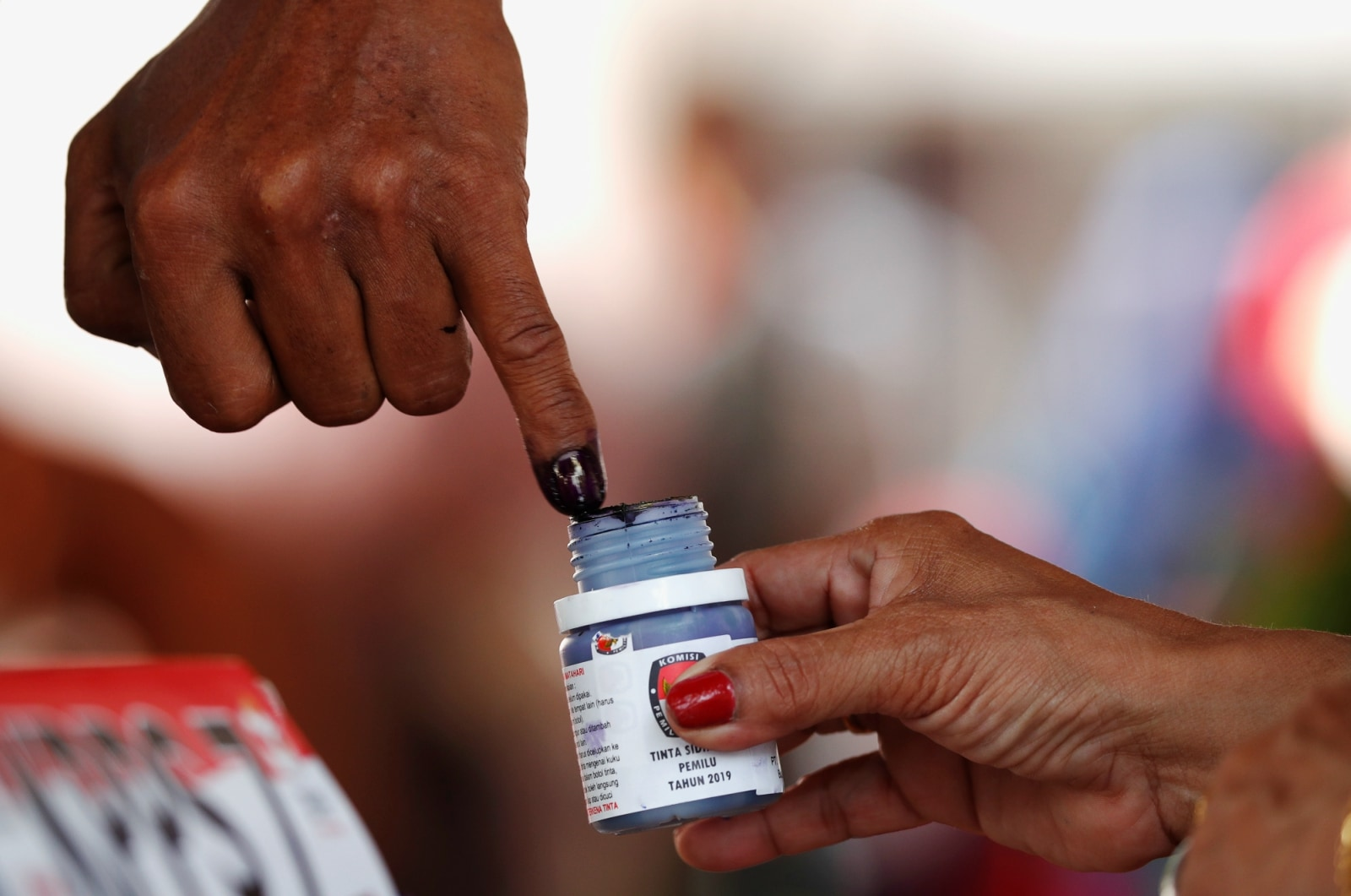 A voter's finger is dipped with ink after voting during elections in Jakarta, Indonesia April 17, 2019. REUTERS/Edgar Su