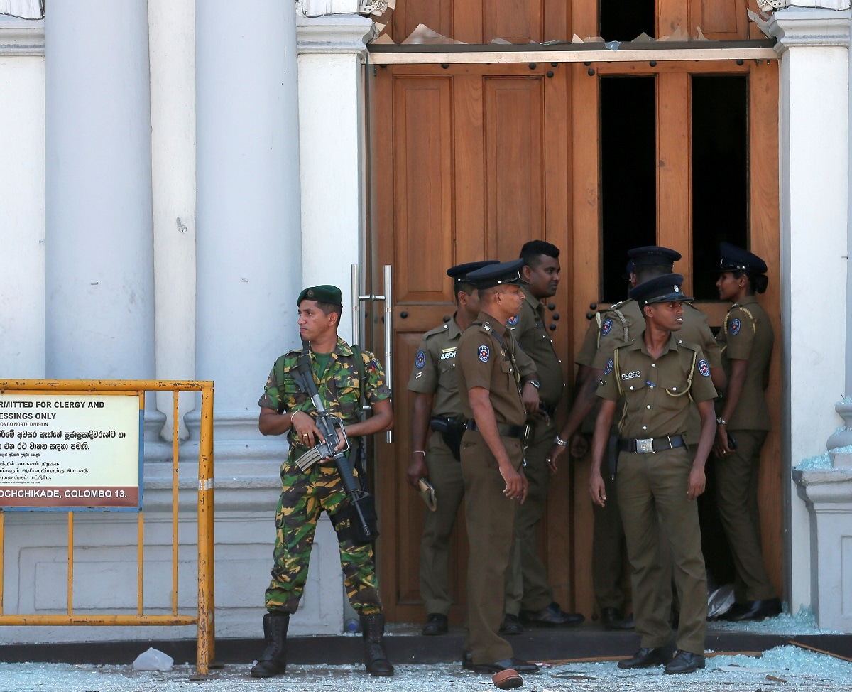 Sri Lankan military stand guard in front of the St. Anthony's Shrine, Kochchikade church. (REUTERS/Dinuka Liyanawatte)