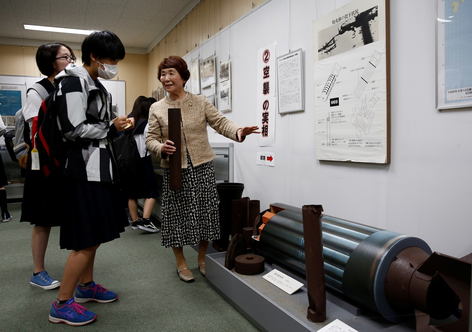 Haruyo Nihei explains to the schoolgirls visiting a museum about the March 10, 1945, US firebombing in Tokyo, Japan April 19, 2019. REUTERS/Kim Kyung-hoon