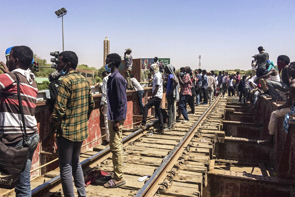 Sudanese protesters gather near the military headquarters, Sunday, April 7, 2019, in the capital Khartoum, Sudan. (AP Photo)