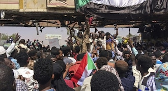 Sudanese army to deliver 'important statement' amid protests