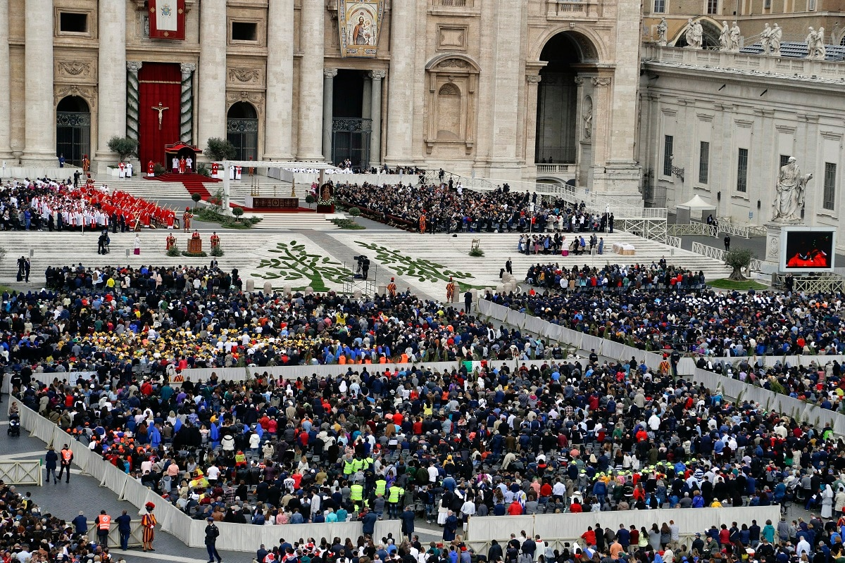 People fill St. Peter's Square at the Vatican. (AP Photo/Gregorio Borgia)