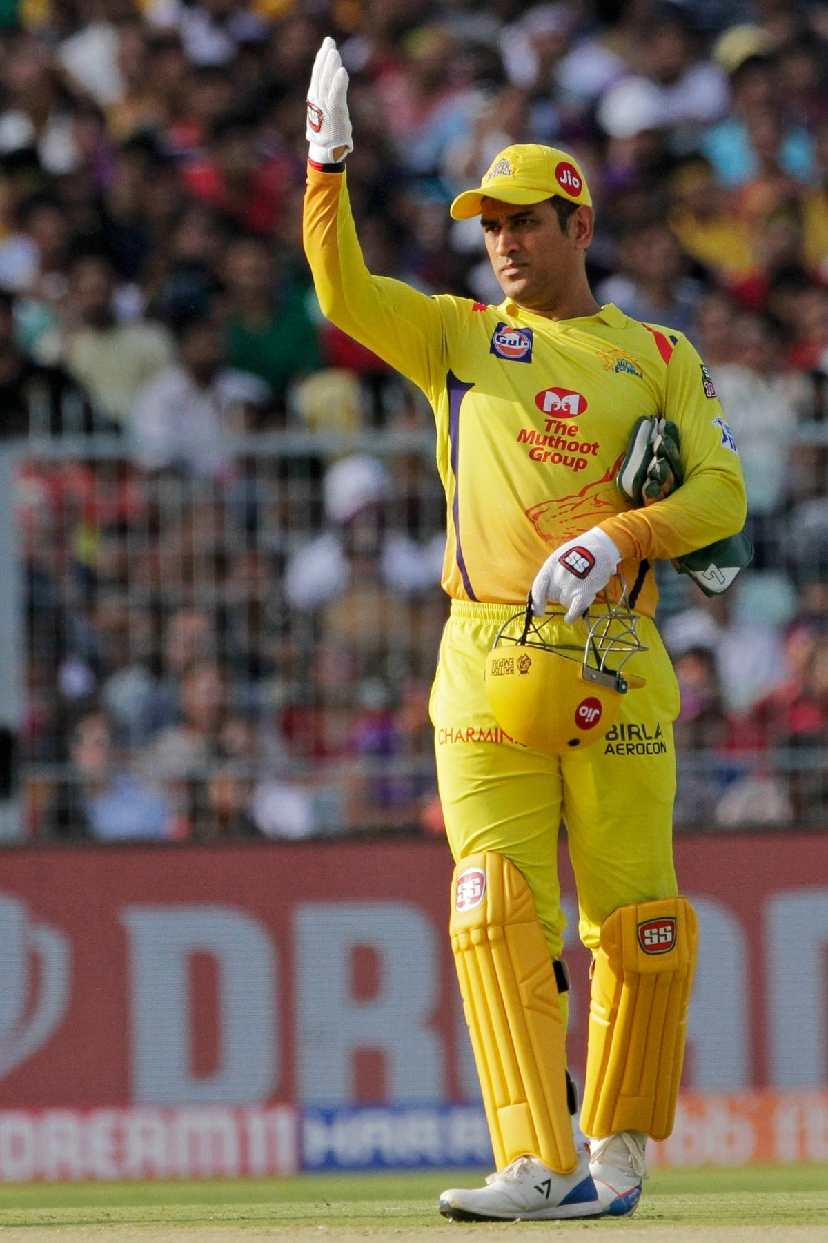Chennai Super Kings' Mahendra Singh Dhoni gestures to his fielders during the VIVO IPL cricket T20 match against Kolkata Knight Riders in Kolkata. (AP Photo/Bikas Das)