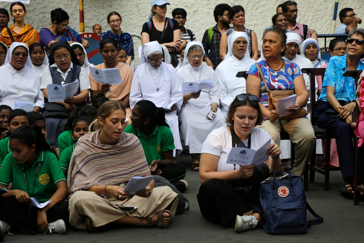 Catholic nuns and others gather for a prayer meeting for victims of Sunday's bombings in Sri Lanka, in Kolkata. (AP Photo/Bikas Das)