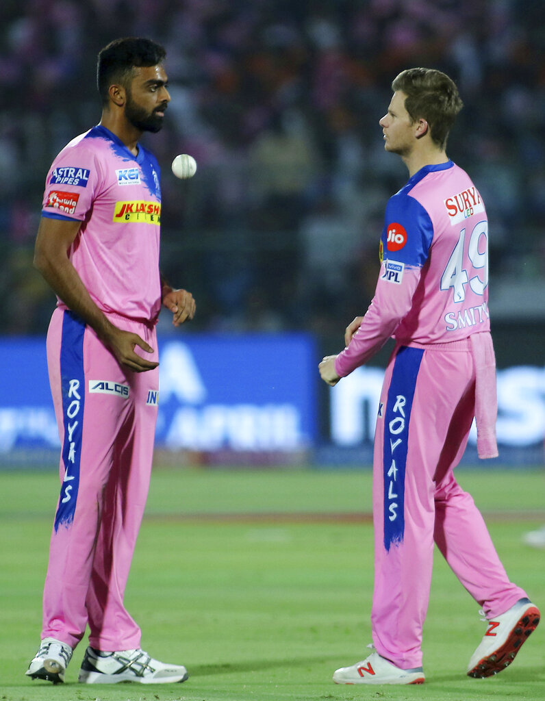 Rajasthan Royals captain Steve Smith, right, speaks to bowler Jaydev Unadkat during the VIVO IPL T20 cricket match between Rajasthan Royals and Sunrisers Hyderabad in Jaipur, India, Monday, April 27, 2019. (AP Photo/Vishal Bhatnagar)