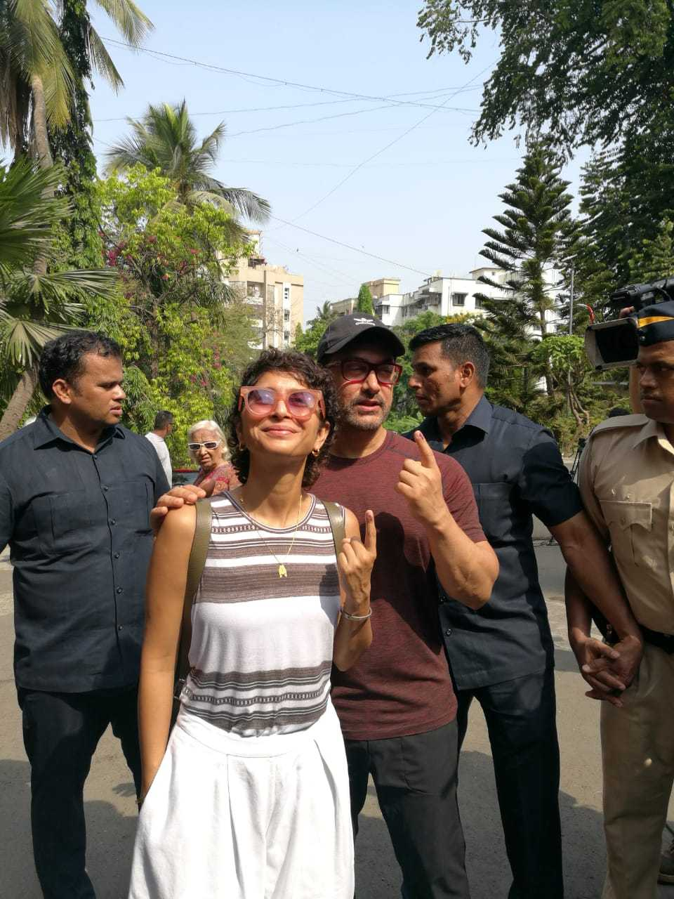 Actor Aamir Khan and wife Kiran Rao voted on Monday in Mumbai. (Image: CNN-News18)