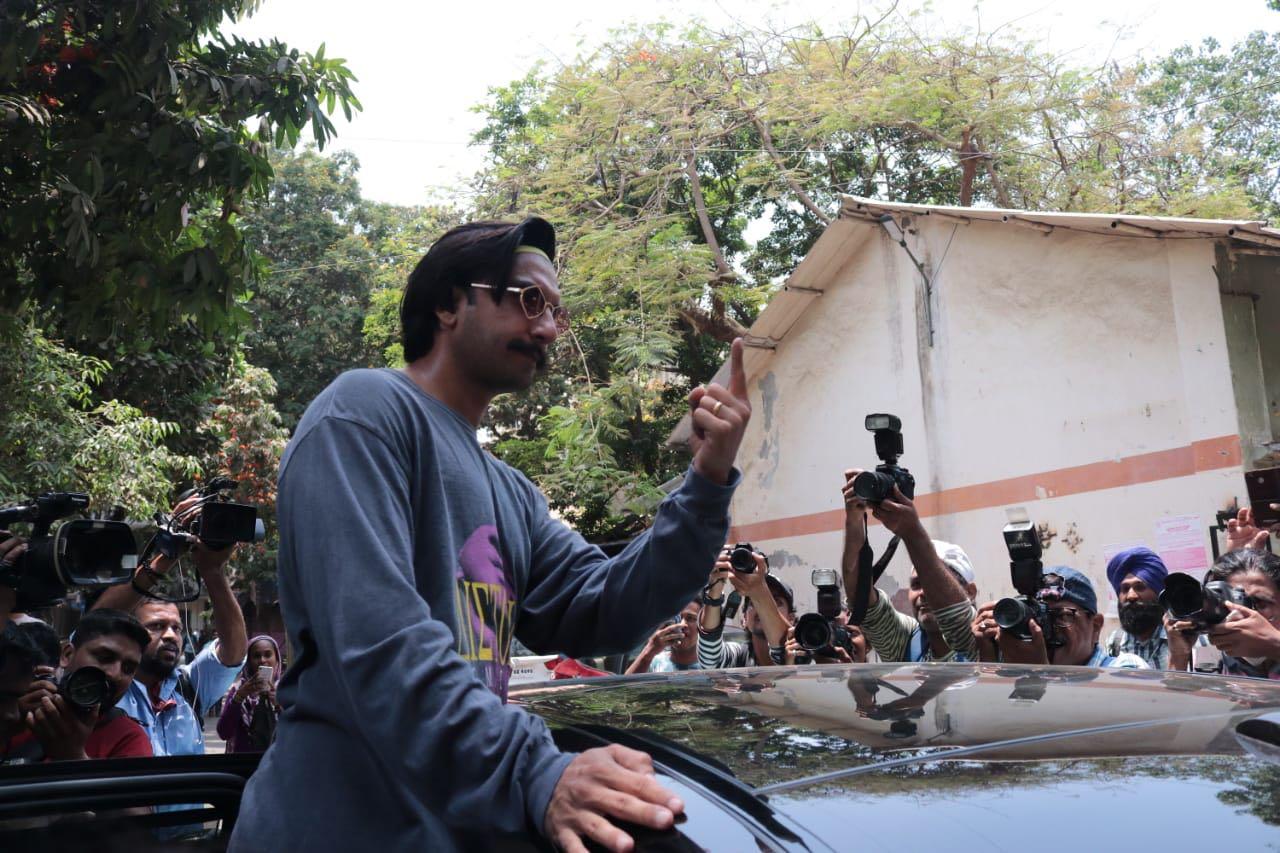 Simmba star Ranveer Singh voted on Monday in Mumbai, (Image: CNN-News18)