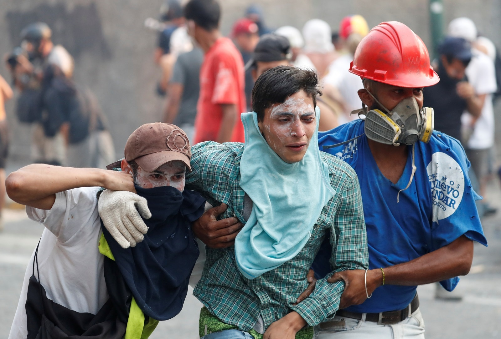 An injured demonstrator is assisted by others during clashes with government security forces in Caracas, Venezuela April 30, 2019. REUTERS/Carlos Garcia Rawlins