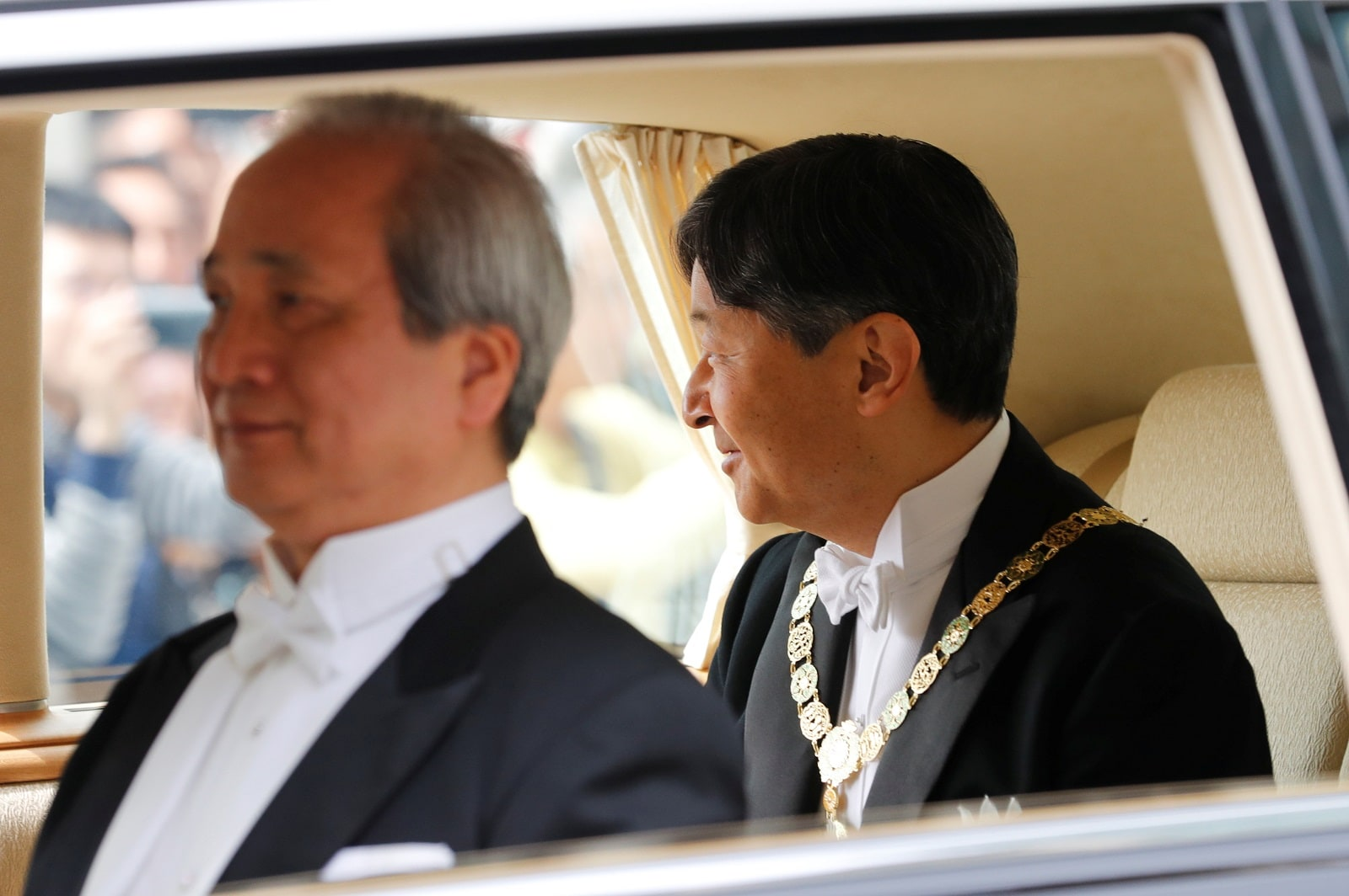 Japan's Emperor Naruhito looks from his vehicle upon arriving at the Imperial Palace in Tokyo, Japan May 1, 2019. REUTERS/Kim Kyung-Hoon