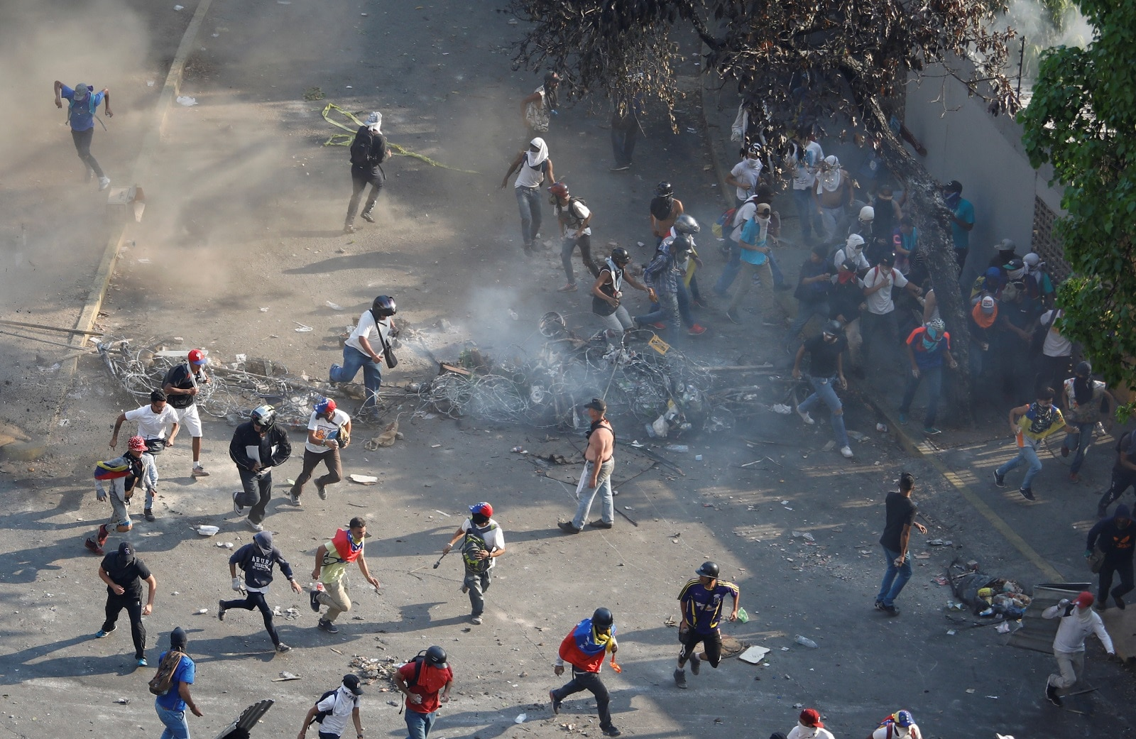 Demonstrators are seen during clashes with security forces in Caracas Venezuela, May 1, 2019. REUTERS/Adriana Loureiro