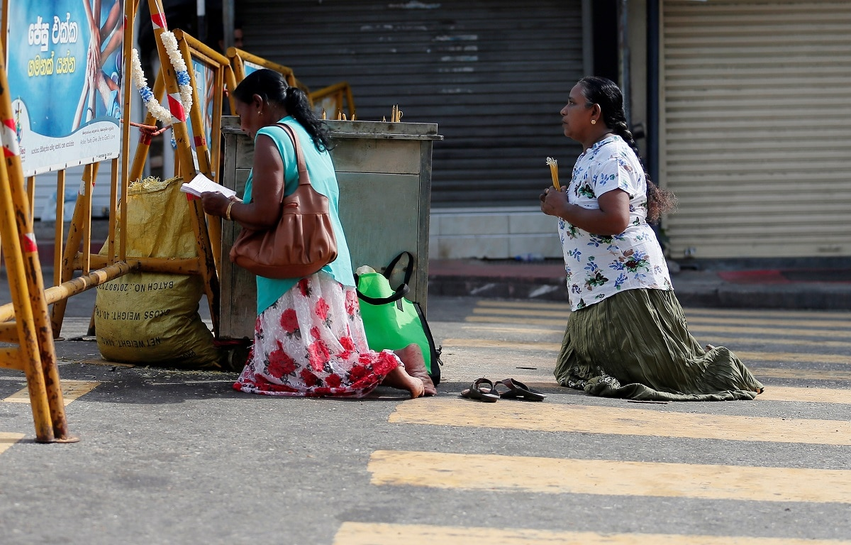 Sri Lankan Catholics pray on the road in front of St. Anthony's Shrine. (REUTERS/Dinuka Liyanawatte)