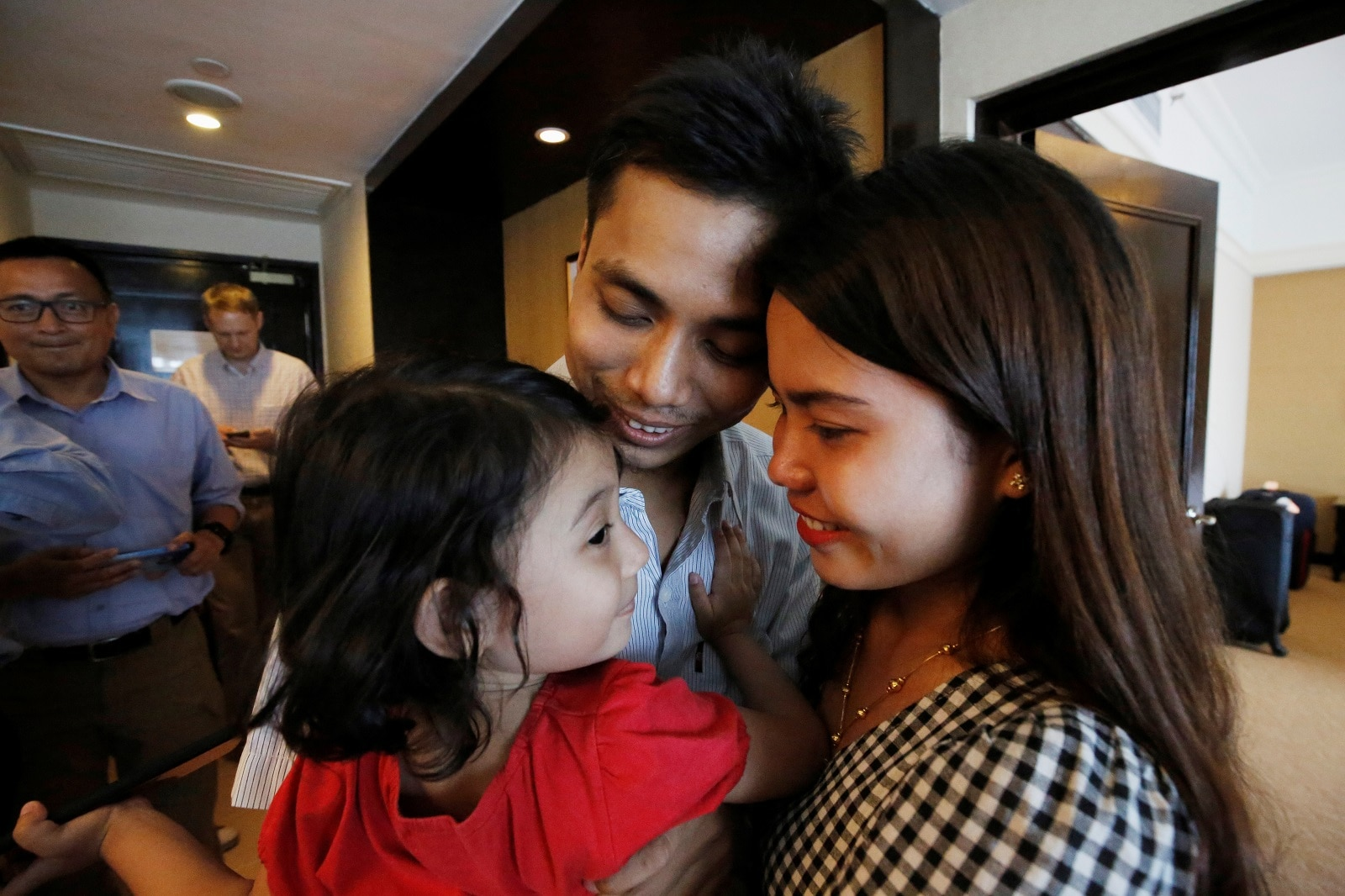 Reuters reporter Kyaw Soe Oo celebrates with his wife and daughter after being freed from prison in Yangon, Myanmar, May 7, 2019. REUTERS/Ann Wang/Pool