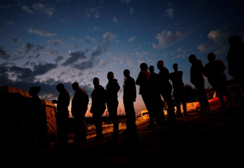 Voters queue to cast their ballots as night falls outside a polling station in Alexandra township in Johannesburg, South Africa, May 8, 2019. (Reuters)