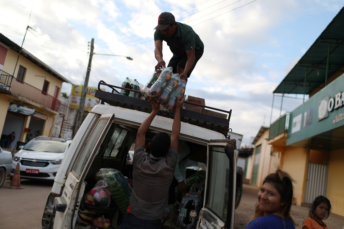 Venezuelans carry supplies inside a vehicle at the border city of Pacaraima. REUTERS/Pilar Olivares