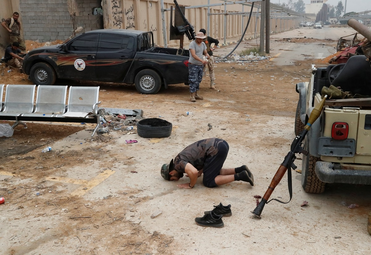 A fighter loyal to Libya's UN-backed government (GNA) prays during clashes. REUTERS/Goran Tomasevic