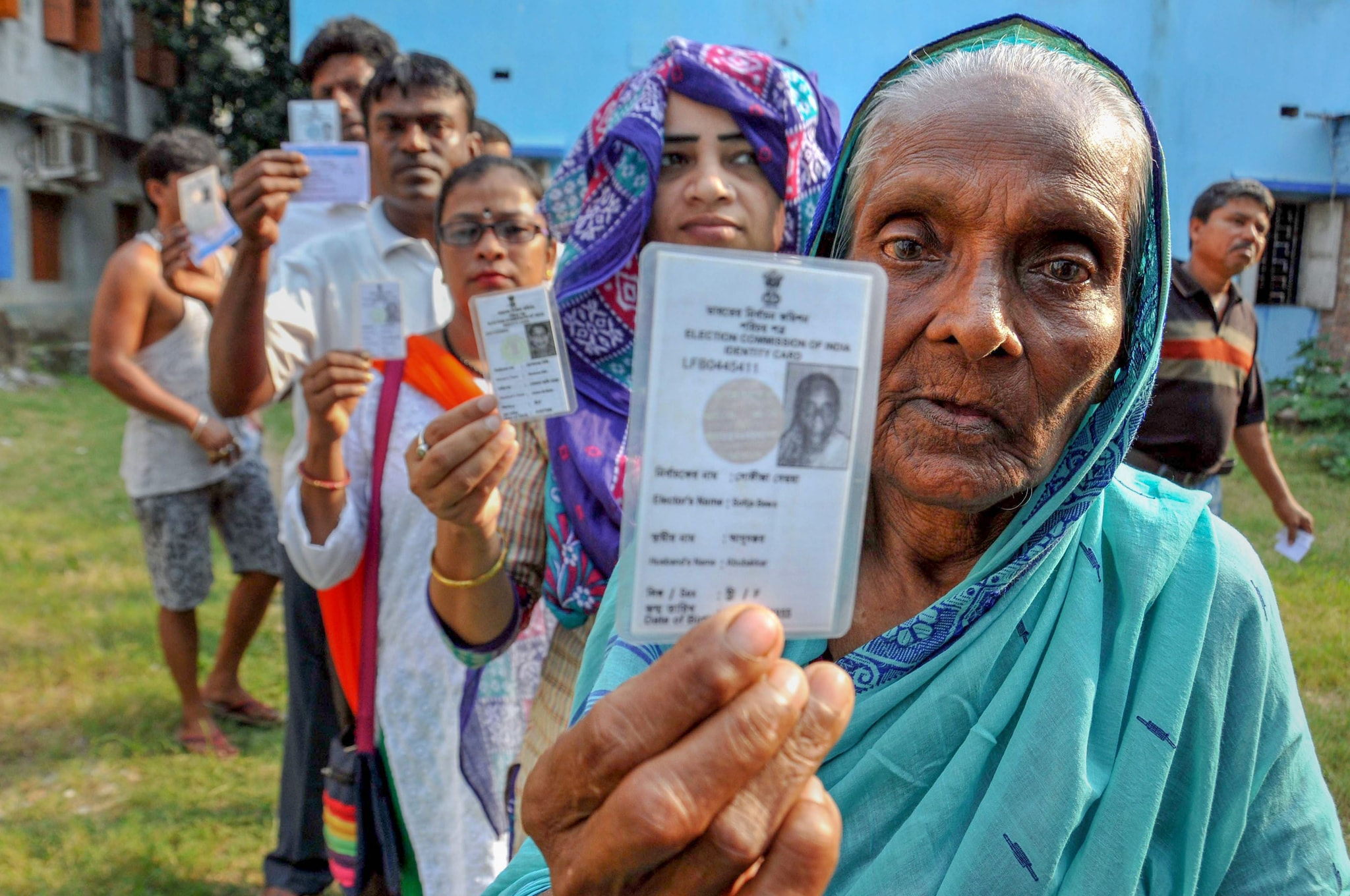 Voters wait in a queue at a polling station to cast their votes for the seventh and last phase of Lok Sabha polls, in Kolkata, Sunday, May 19, 2019. (PTI Photo)