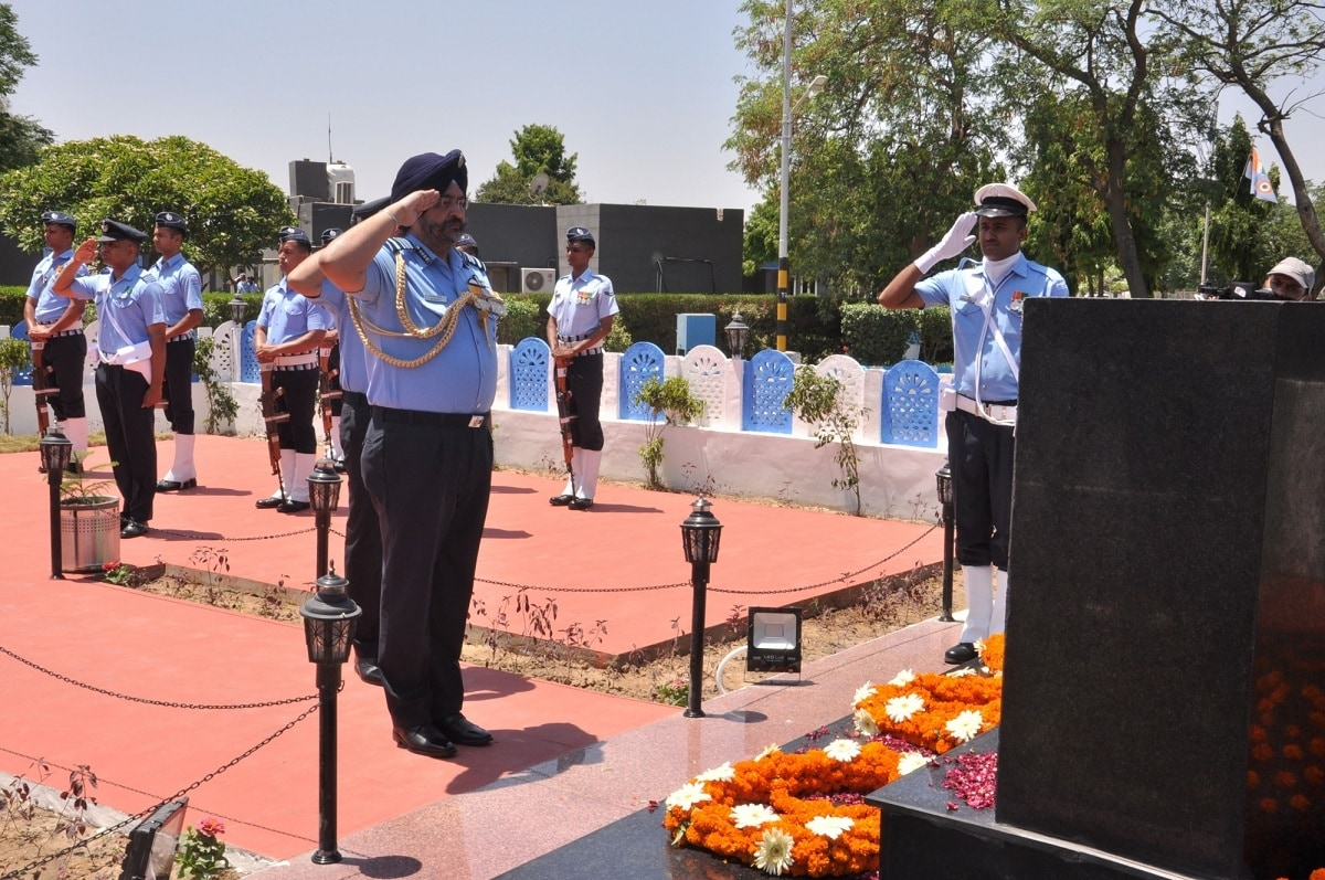 Chief of the Air Staff, Air Chief Marshal BS Dhanoa pays homage to Kargil martyrs at Air Force Station Bhisiana in Bhatinda on May 27, 2019. (Photo: DPRO/IANS)
