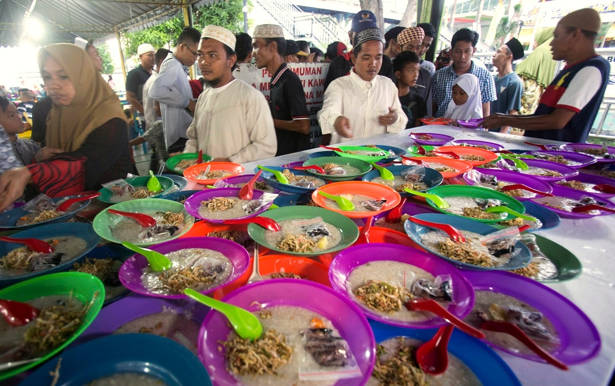 Indonesian Muslims collect food provided by Al Mashun Great Mosque for free to break their fast in Medan, North Sumatra, Indonesia. (AP Photo/Binsar Bakkara)