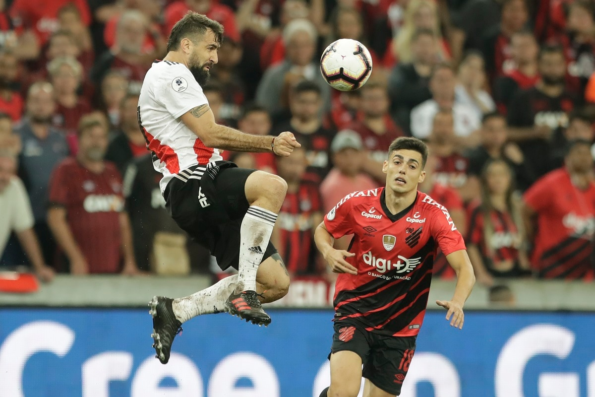 Lucas Pratto of Argentina's River Plate heads the ball past Leonardo Cittadini of Brazil's Athletico Paranaense during Recopa Sudamericana first leg final soccer match in Curitiba, Brazil. (AP Photo/Andre Penner)