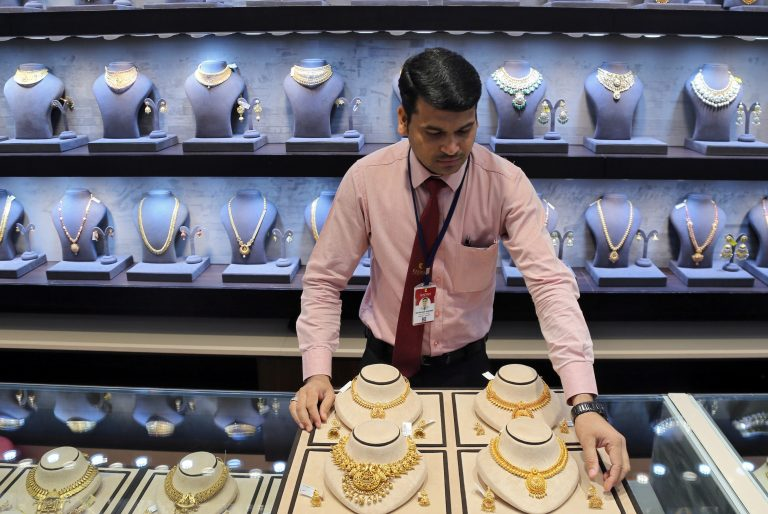 Gold holds near 6-year peak on slowdown fears, trade jitters
