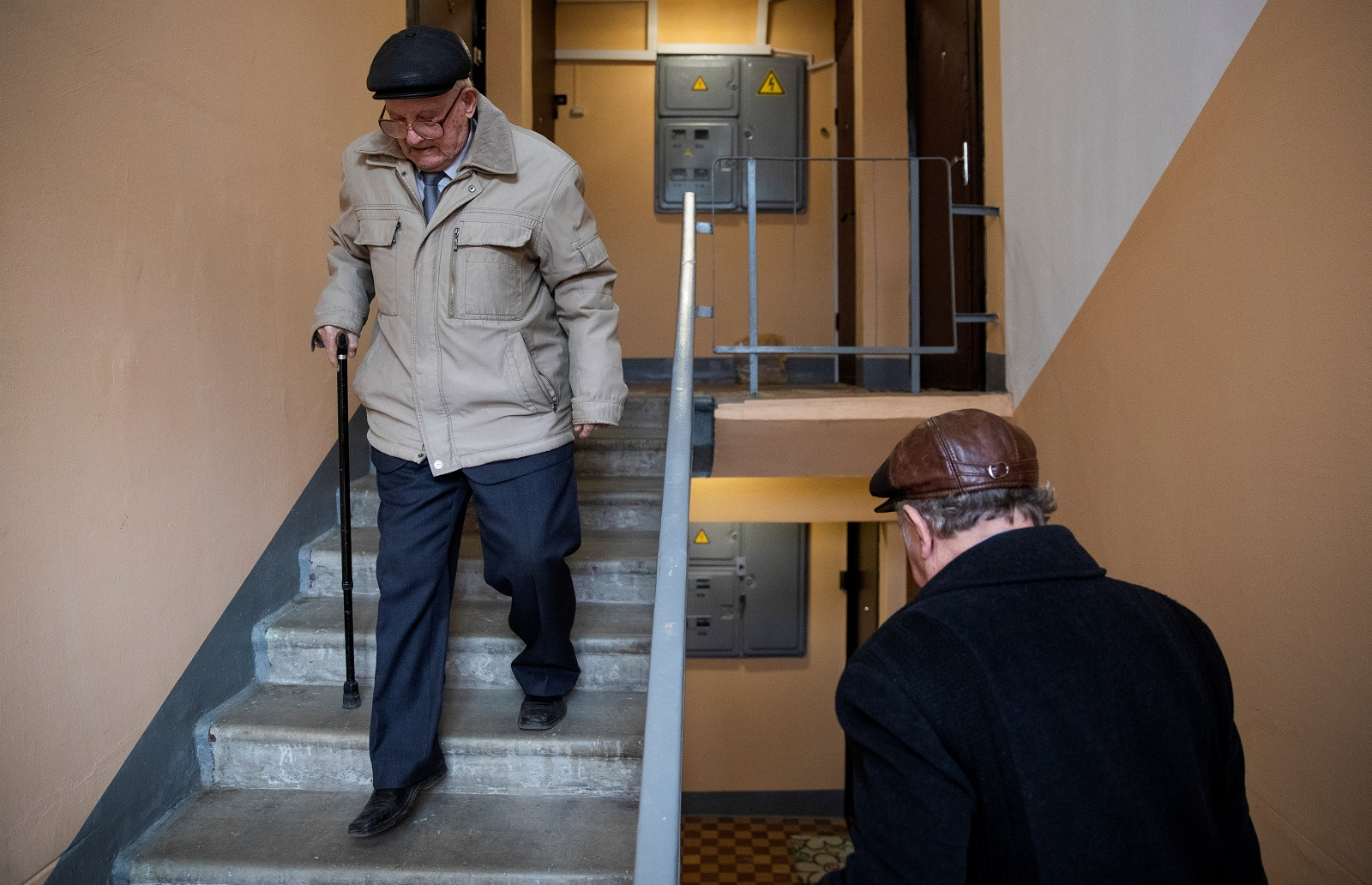 Veteran Nikolay Bagayev, 100, walks down the stairs in his apartment block in Korolyov, north of Moscow, Russia April 18, 2019. Bagayev regularly takes the stairs to his apartment on the 5th floor. REUTERS/Maxim Shemetov