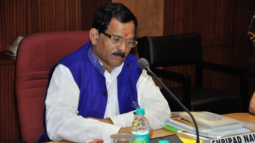 Union Minister Shripad Naik injured, wife dies in car accident