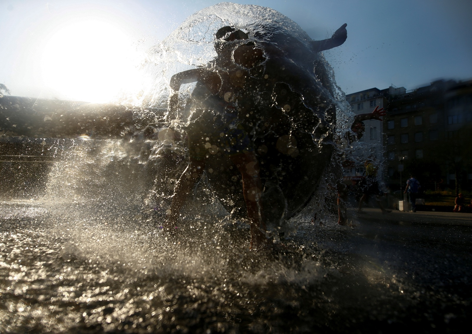 Children play in a fountain on a hot summer day in Cologne, Germany, June 26, 2019. REUTERS/Thilo Schmuelgen