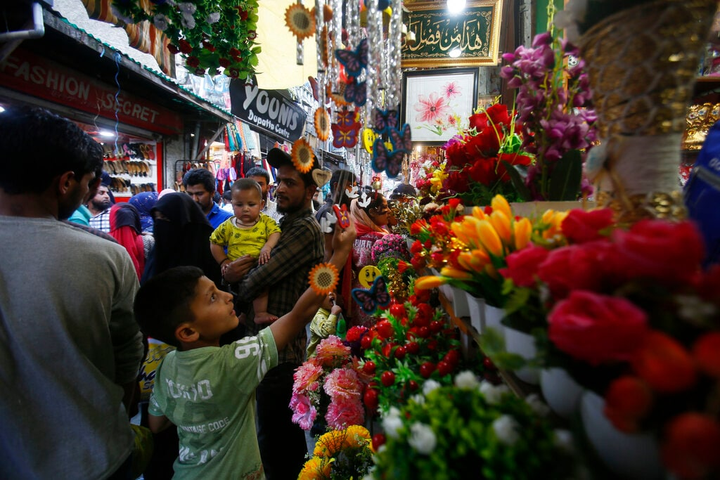 People shop ahead of Eid al-Fitr in Srinagar, Kashmir, Sunday, June 2, 2019. Eid al-Fitr, marks the end of the fasting month of Ramadan. (AP Photo/Mukhtar Khan)