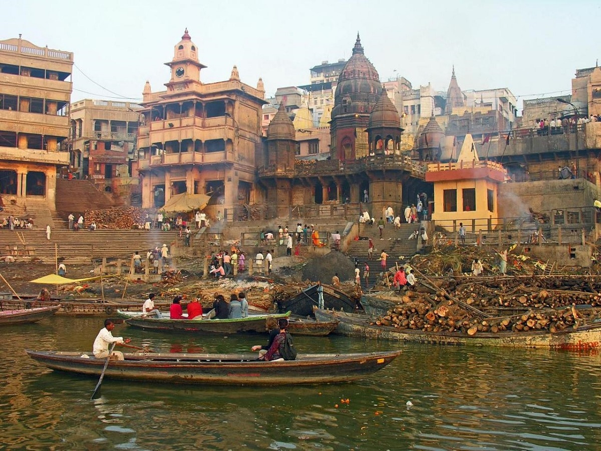 11) Varanasi: The holy city is ranked fourteenth in the list. It is also a hub for industries and is famed for its silk. (Source: Wikimedia Commons)