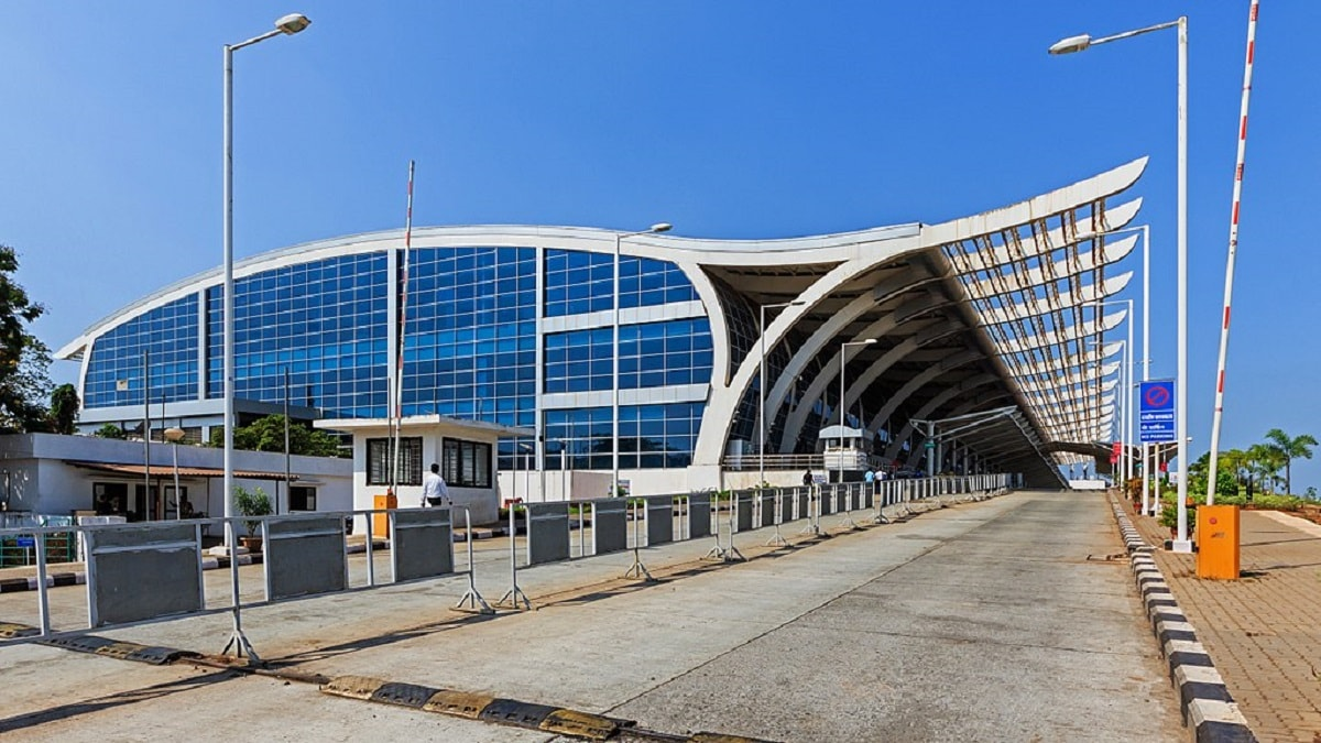 10: Dabolim Airport or Goa Airport is the only international airport in the tourist hub of Goa. The airport secured the tenth spot after handling over 84 lakh passengers. (Image source: Wikimedia Commons)
