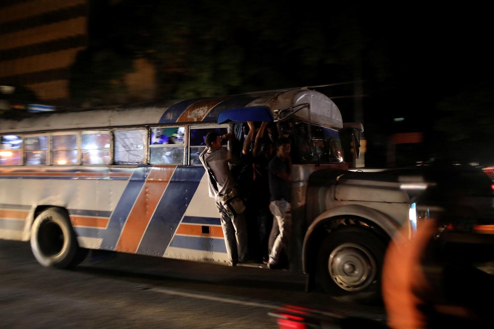 People ride in a bus during a blackout in Caracas in Caracas, Venezuela July 22, 2019. REUTERS/Manaure Quintero