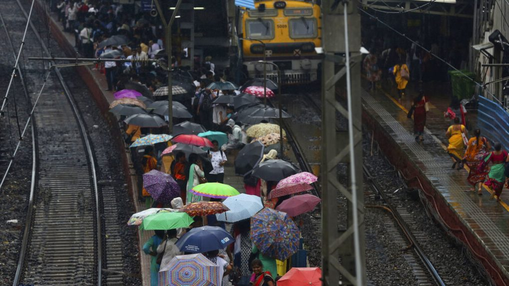 Rain wreck havoc in Mumbai for fourth day, 4 dead in state