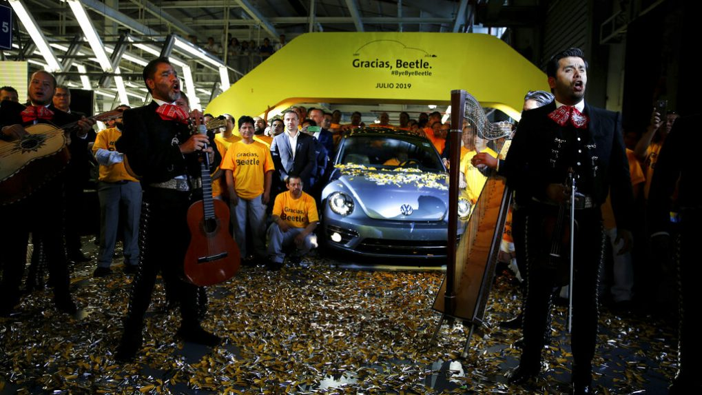 Final VW 'Beetle' model rolls off Mexican production line