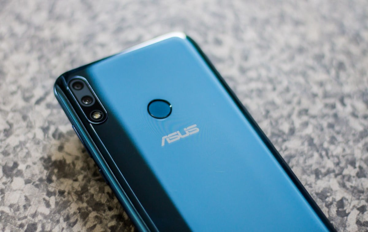 Asus ZenFone Max Pro M2- Asus Zenfone Max Pro M2 is available in India starting at Rs 9,999. The smartphone comes with a 6.22-inch Full HD+ notched display protected by Corning Gorilla Glass 6 and runs on the Snapdragon 660 processor, dual cameras including Sony IMX 486 sensor and 4K video recording support.