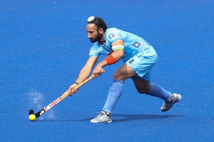 <strong>Sardara Singh -</strong>Not only one of the top names on the hockey field, Sardara Singh has also been one of the top names in the fitness industry for a while. His secret? Exercising daily, focusing on his core muscles, and eating a healthy balanced meal