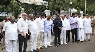 Karnataka crisis: Rebel MLAs move Supreme Court against Speaker