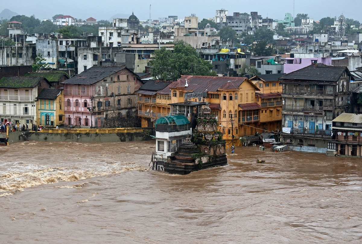 Houses and temples are seen submerged in the waters of overflowing river Godavari after heavy rainfall in Nashik. REUTERS/Francis Mascarenhas