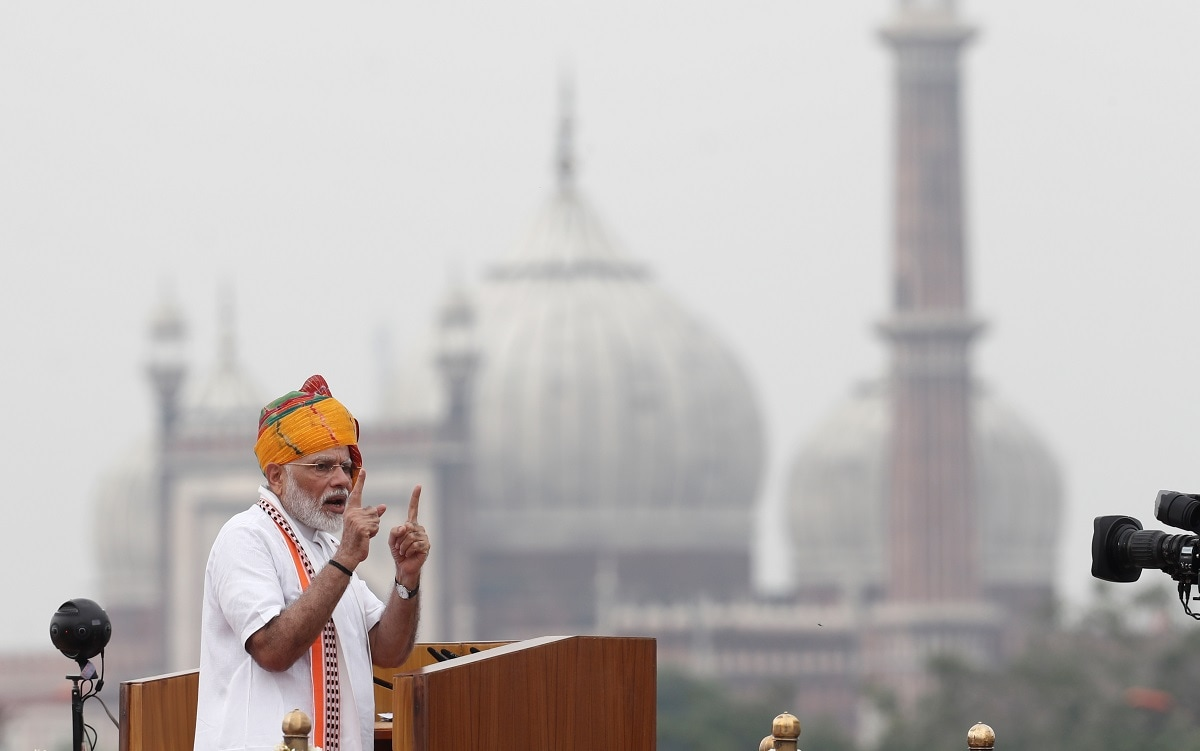 Indian Prime Minister Narendra Modi addresses the nation during Independence Day celebrations at the historic Red Fort in Delhi. (REUTERS/Adnan Abidi)
