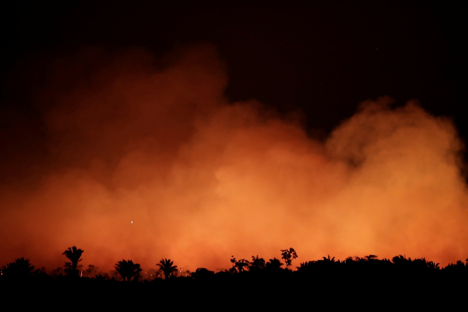 Smoke billows during a fire in an area of the Amazon rainforest near Humaita, Amazonas State, Brazil, Brazil August 17, 2019. Picture Taken August 17, 2019. REUTERS/Ueslei Marcelino