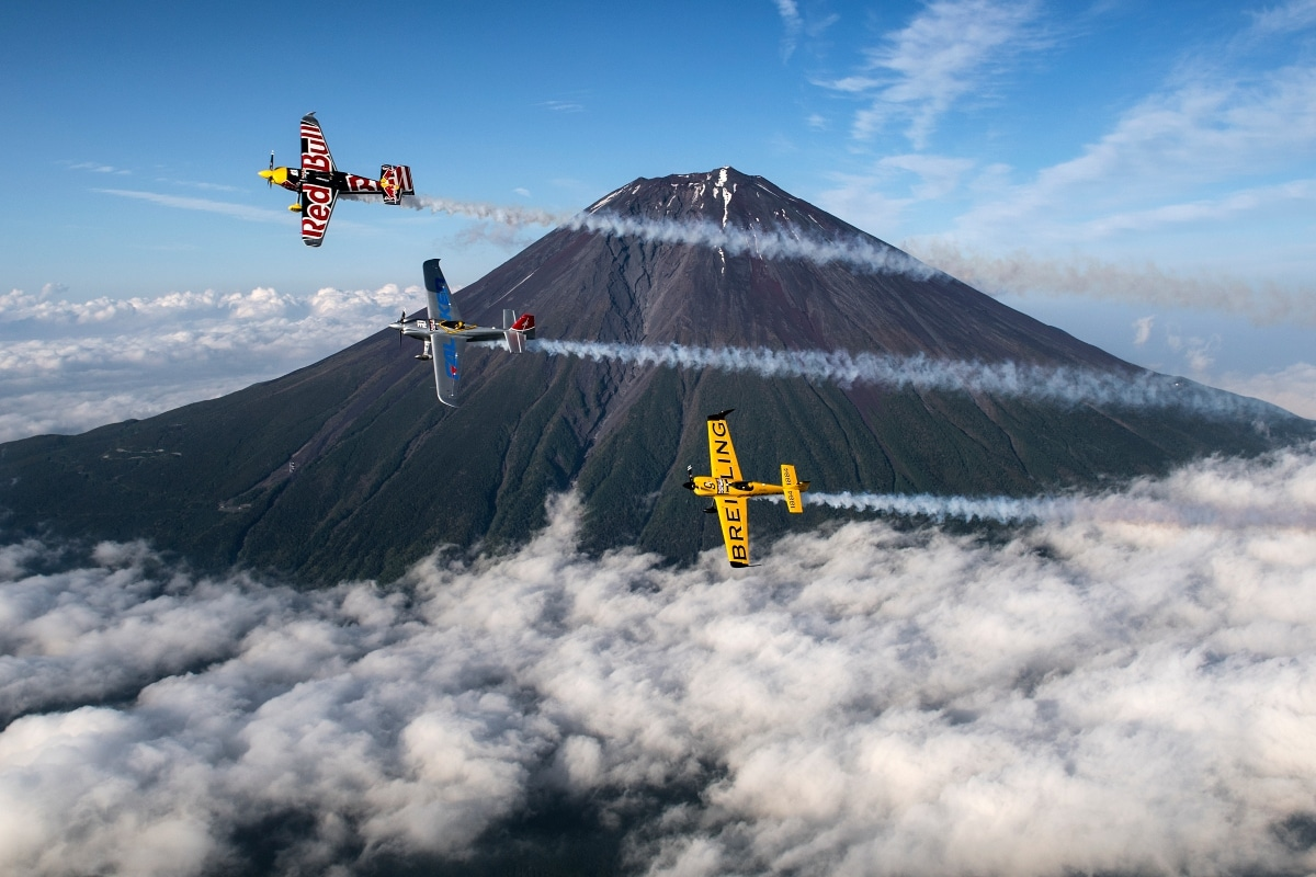 Martin Sonka of the Czech Republic leads Nigel Lamb of Great Britain and Yoshihide Muroya of Japan along Mount Fuji prior the third stage of the Red Bull Air Race World Championship in Chiba, Japan on June 1, 2016. ( Joerg Mitter/Red Bull Content Pool)