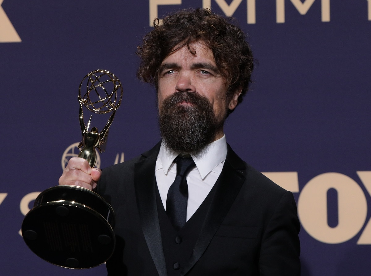 Peter Dinklage poses backstage with his 'Outstanding Supporting Actor in a Drama Series' for 'Game of Thrones'. (REUTERS/Monica Almeida)