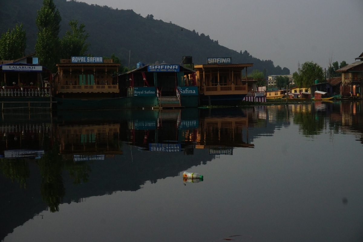 Shikaras or boats are parked in Dal Lake, Srinagar for tourists.
