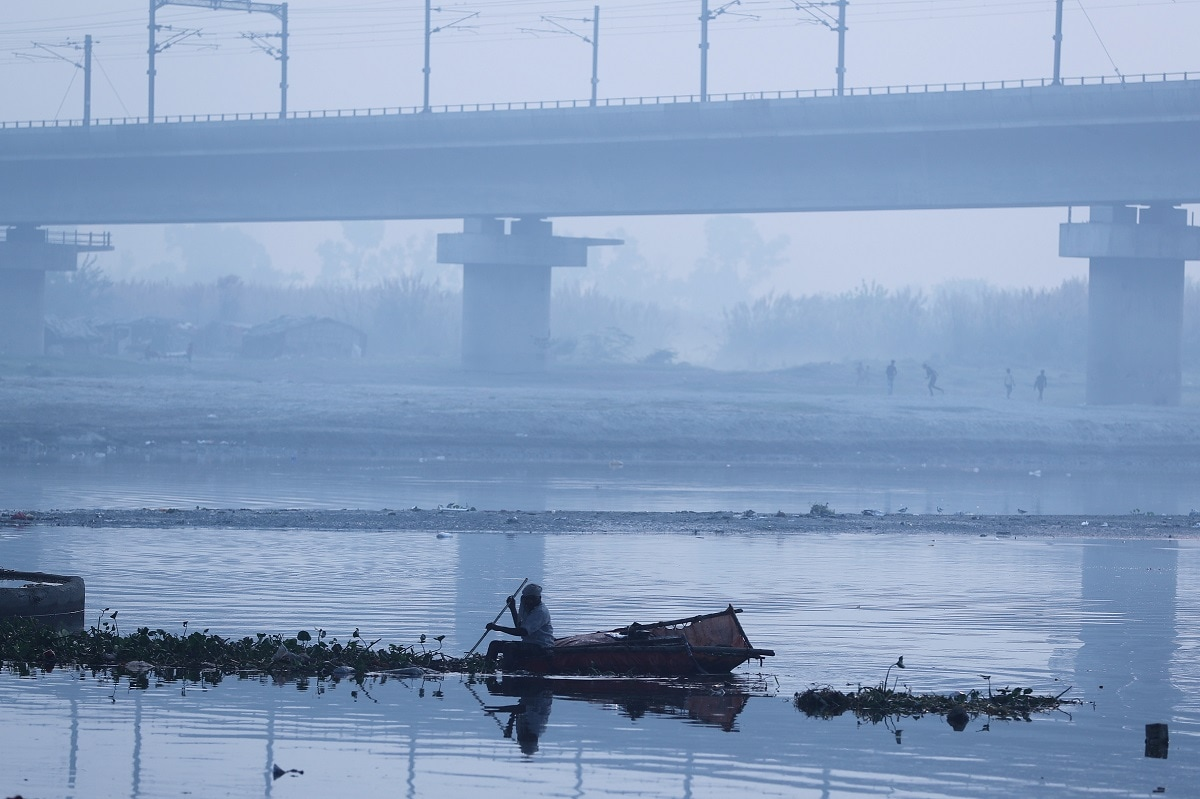A man paddles a home-made boat across Yamuna river on a smoggy morning in New Delhi. Residents woke up to a pall of grey left behind by acrid smoke from fireworks that remained trapped in the city's cool air. REUTERS/Adnan Abidi