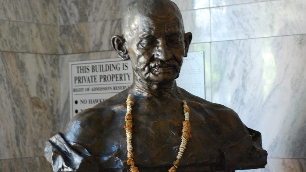 What would happen if Gandhi was alive today?